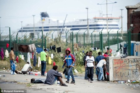 1414226129364_wps_10_migrant_camp_in_calais_ce